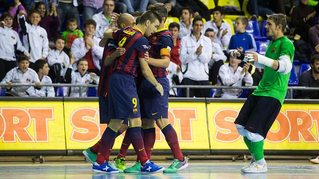 Team celebrate Ari Santos' goal against Gran Canaria