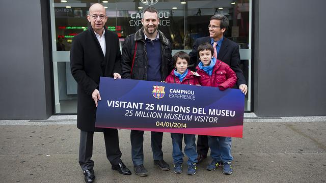 The Jiménez family, vice president Jordi Cardoner and Museum director Jordi Penas / PHOTO: VÍCTOR SALGADO-FCB