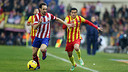 Pedro tries to chase down Juanfran / PHOTO: MIGUEL RUIZ - FCB