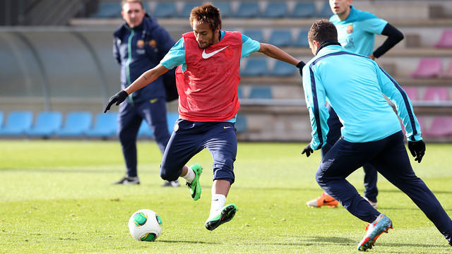 Neymar and Afellay during this morning's training session at the Ciutat Esportiva / PHOTO: MIGUEL RUIZ - FCB