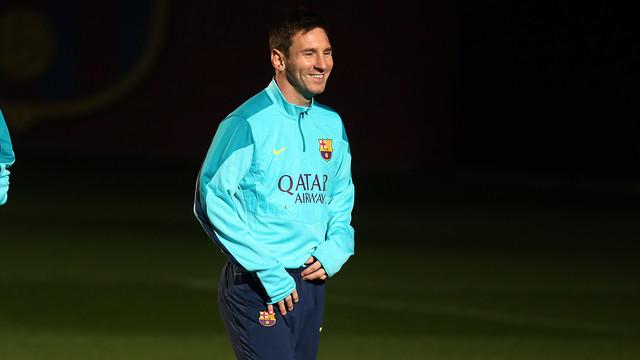 Leo Messi, somrient durant l'entrenament / FOTO: MIGUEL RUIZ-FCB