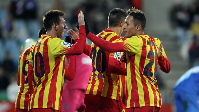 Messi celebra el 0-1 a Getafe amb Adriano. FOTO: MIGUEL RUIZ-FCB.