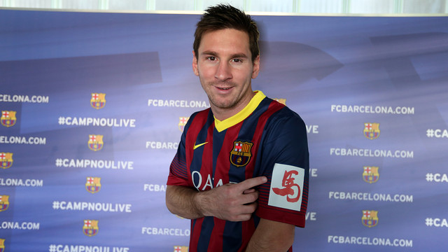 Leo Messi with the special Chinese New Year shirt / PHOTO: MIGUEL RUIZ-FCB