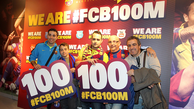 Barça fans holding the number 100 with hashtag FCB100M