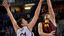 Tomic tries to get past Pleiss. PHOTO: EUROLEAGUE