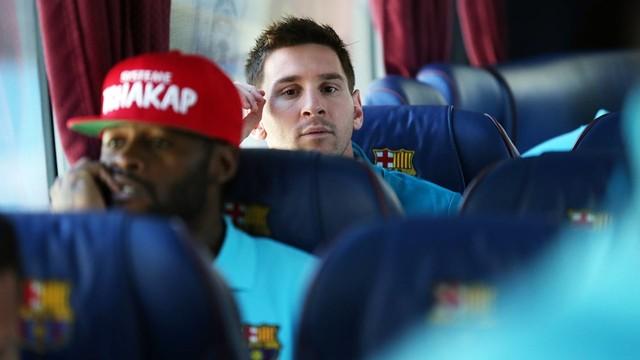 Messi on the bus. PHOTO: MIGUEL RUIZ-FCB.