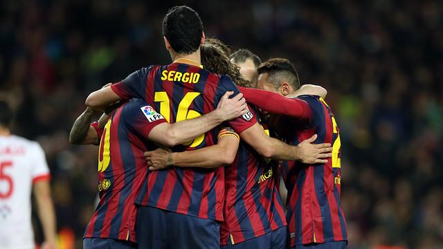 The team celebrating one of the goals against Almeria / PHOTO: MIGUEL RUIZ-FCB