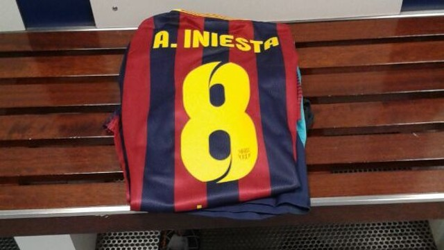 Iniesta's shirt is already in its place