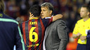 Xavi Hernández i el tècnic Tata Martino s'abracen després de la final / FOTO: MIGUEL RUIZ - FCB