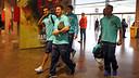 Messi, Adriano, Alves, Bartra and Montoya enter the ground / PHOTO: MIGUEL RUIZ - FCB