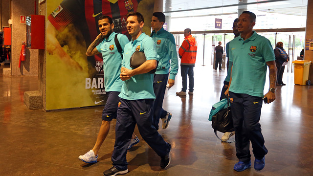 Messi, Adriano, Alves, Bartra and Montoya enter the ground / PHOTO: MIGUEL RUIZ - FCB