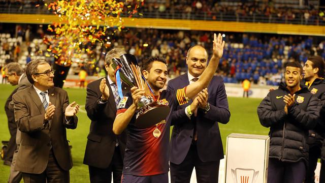 Xavi, con la Copa Catalunya 12/13.