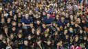 Sada, Oleson y Nachbar con 800 niños. FOTO: VÍCTOR SALGADO-FCB.