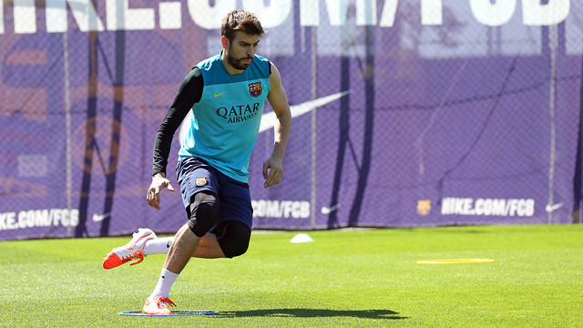 Gerard Piqué working on the pitch/ PHOTO: MIGUEL RUIZ - FCB