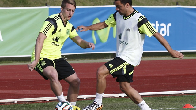 Deulofeu and Xavi  / PHOTO: CARMELO RUBIO / SEFUTBOL