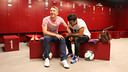 Deulofeu and Rafinha were delighted to be back home / PHOTO: MIGUEL RUIZ-FCB