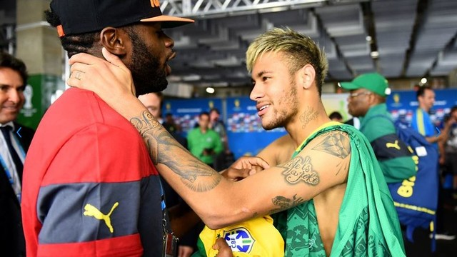 Neymar and Song after the Brazil-Cameroon game / PHOTO: FIFA.COM