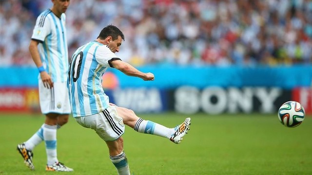 Leo Messi scoring from a free kick / PHOTO: FIFA.COM