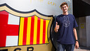 Pleiss appeared for the traditional picture outside the offices / PHOTO: GERMÁN PARGA-FCB