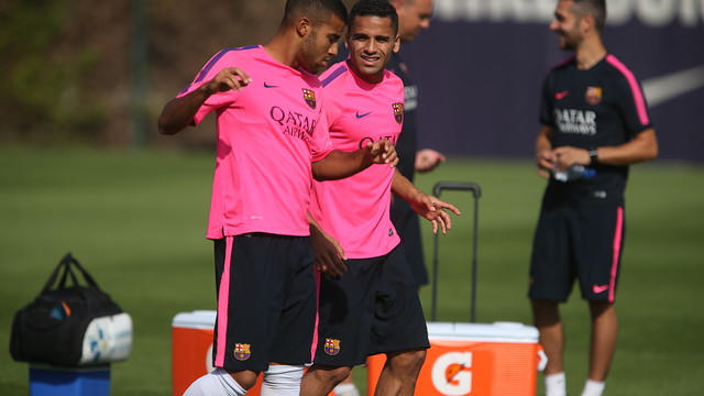 Douglas and Rafinha chat during the session