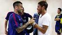 Dani Alves et Jonathan dos Santos, au Madrigal / PHOTO: MIGUEL RUIZ - FCB