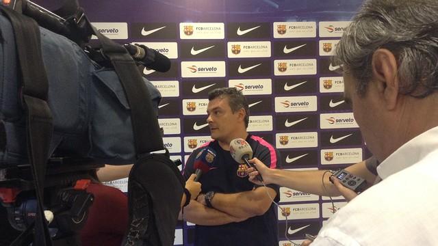 Pascual atenent a la premsa. / FOTO:FCB