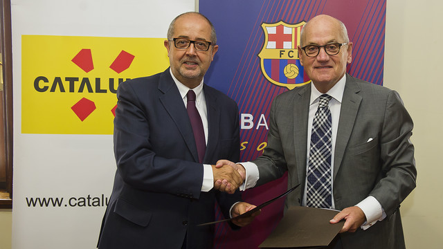 Felip Puig and Carles Vilarrubí attended the signing. PHOTO: V. SALGADO -FCB