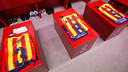 The kits for  Piqué, Iniesta and Sergio laid out in the changing room / PHOTO: GERMÁN PARGA-FCB