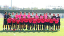 The U19 team posed for an official photo on Monday / PHOTO: MIGUEL RUIZ-FCB