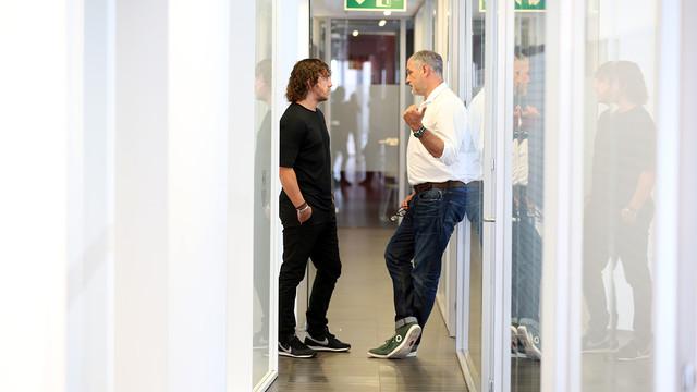 Carles Puyol and Andoni Zubizarreta met on Monday morning / PHOTO: MIGUEL RUIZ-FCB