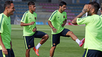 Neymar dan Suarez sedang melakukan pemanasan
