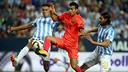 Pedro au duel avec Weligton et Sergio Sánchez à La Rosaleda / MIGUEL RUIZ: FCB