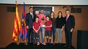Javier Mascherano and Josep Maria Bartomeu with Aldo Rovira's family - PHOTO: MIGUEL RUIZ