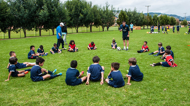 مدرسة نادي برشلونة FCBESCOLA Fcb_clinic_portada.v1416503582
