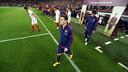 Messi, saltant a la gespa / FOTO: MIGUEL RUIZ-FCB