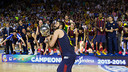 Juan Carlos Navarro lifting the ACB after winning the 4th play off game against Real Madrid / PHOTO: FCB Archive