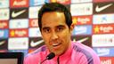 Claudio Bravo ha parlat del seu retorn a Anoeta des de la sala de premsa de la Ciutat Esportiva / FOTO: MIGUEL RUIZ - FCB
