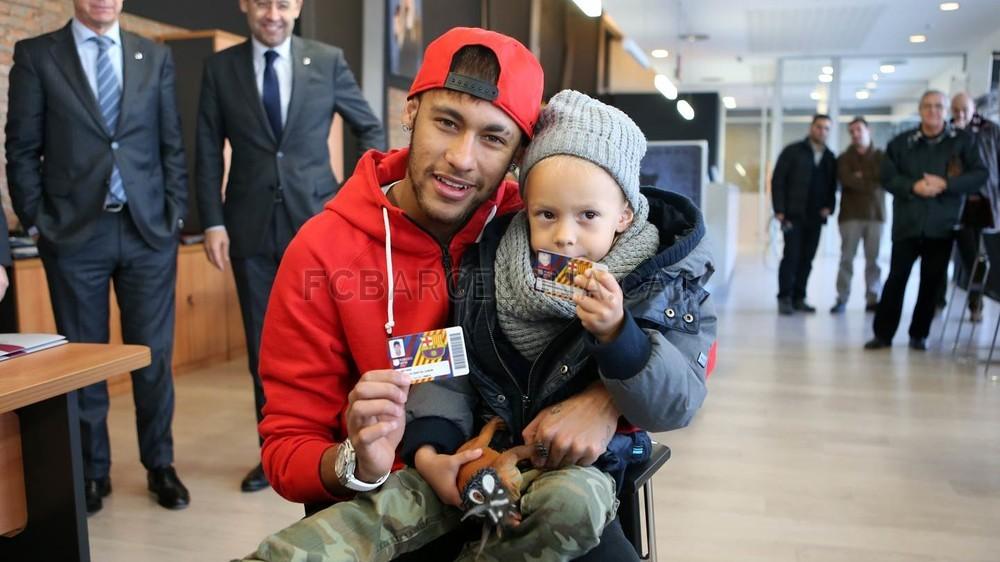 Неймар со своим сыном фото