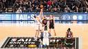 Pau et Marc Gasol en début de match / NBA.COM