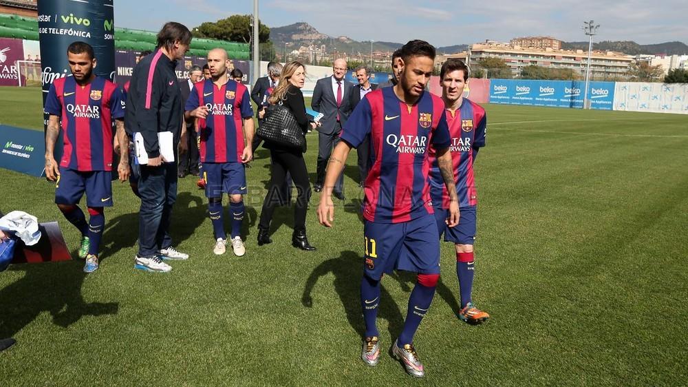 بالصور والفيديو  : لاعبو برشلونة يعلنون عن عقد بث مباريات الفريق للموسم المقبل Pic_2015-02-18_ACUERDO_TELEFONICA_07-Optimized.v1424268327