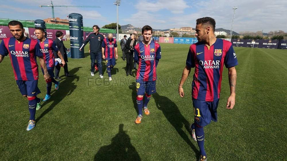 بالصور والفيديو  : لاعبو برشلونة يعلنون عن عقد بث مباريات الفريق للموسم المقبل Pic_2015-02-18_ACUERDO_TELEFONICA_08-Optimized.v1424268330