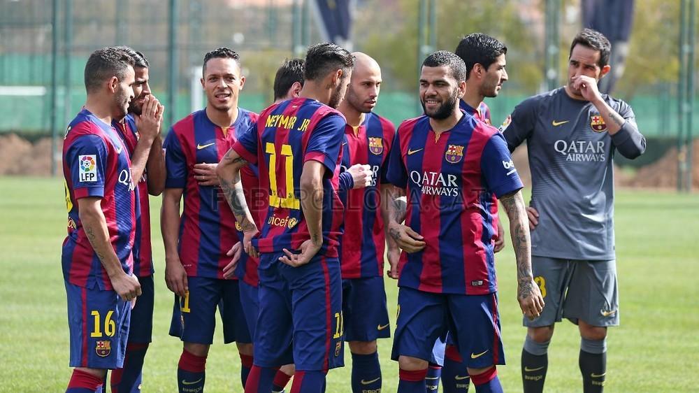 بالصور والفيديو  : لاعبو برشلونة يعلنون عن عقد بث مباريات الفريق للموسم المقبل Pic_2015-02-18_ACUERDO_TELEFONICA_05-Optimized.v1424268321