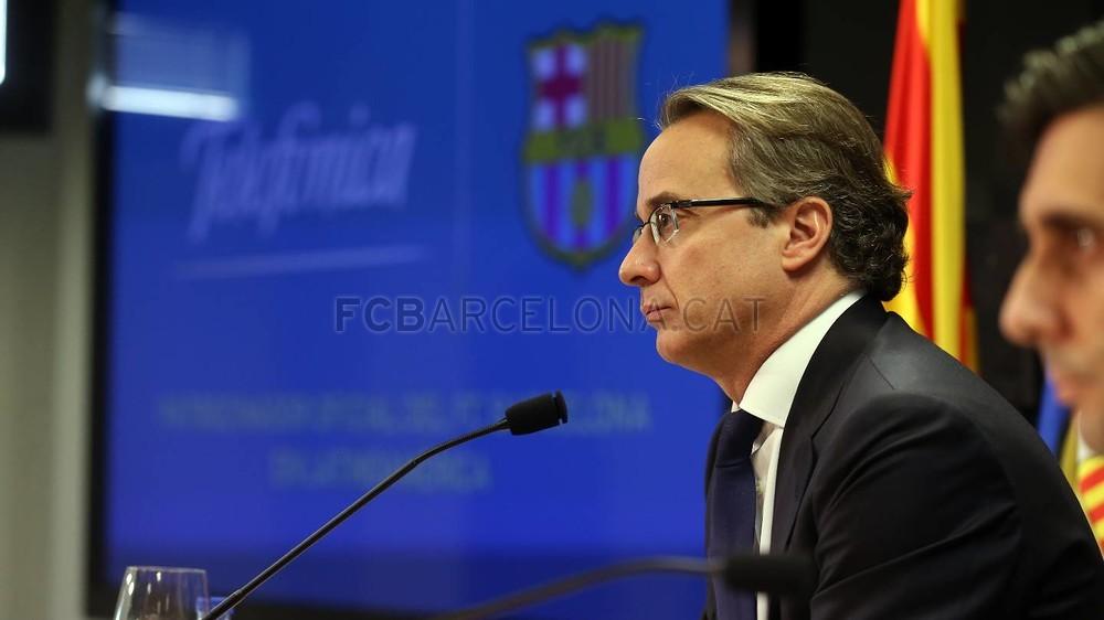 بالصور والفيديو  : لاعبو برشلونة يعلنون عن عقد بث مباريات الفريق للموسم المقبل Pic_2015-02-18_ACUERDO_TELEFONICA_21-Optimized.v1424268354