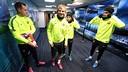 Los jugadores del Barça, antes de salir a entrenar / MIGUEL RUIZ - FCB