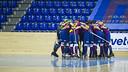 Los jugadores del Barça, conjurándose. FOTO: V. SALGADO - FCB