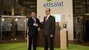 Josep M. Bartomeu and Ahmed Julfar mnet at the Etisalat stand at the Mobile World Congress / GERMÁN PARGA