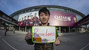Zhe Dong celebrating his arrival at Camp Nou /FCB