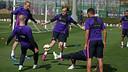 El equipo, durante el entrenamiento de este jueves / MIGUEL RUIZ-FCB
