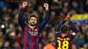 Gerard Piqué raises his arms after winning the Clásico / MIGUEL RUIZ - FCB