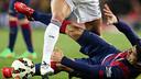 Suárez au sol avec Pepe / MIGUEL RUIZ - FCB